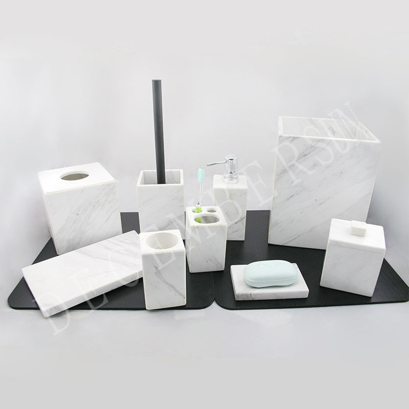 Conjunto de acessórios de banheiro em mármore branco