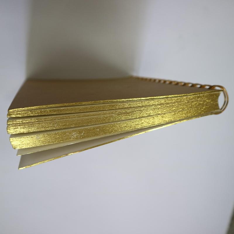 Bobina de carimbo de ouro estilo retro de notebook de ligação